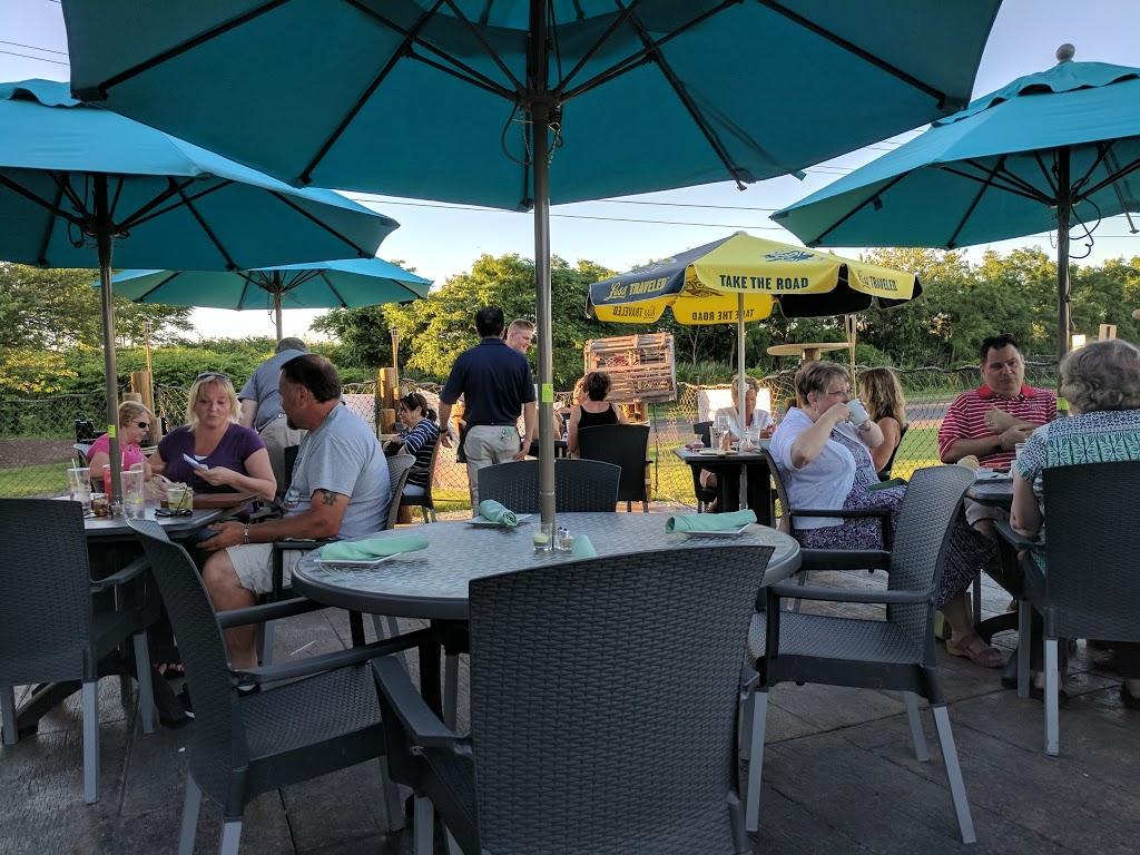 Beach House Grill - restaurant  | Photo 8 of 10 | Address: 1 Dorne Dr, Stratford, CT 06615, USA | Phone: (203) 612-7134
